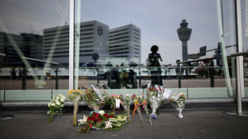 MH17: Grief and mourning at Amsterdams Schiphol Airport